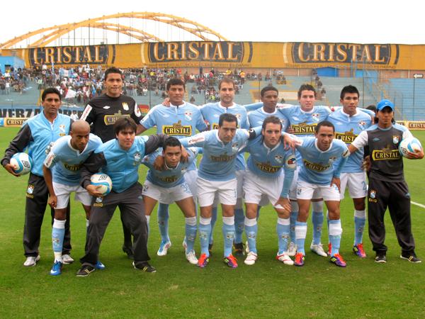 A SACAR ESPUMA. Sporting Cristal buscaba mostrar su mejor fútbol ante su público y lograr la clasificación a las semifinales del Torneo Intermedio. (Foto: José Salcedo / DeChalaca.com)
