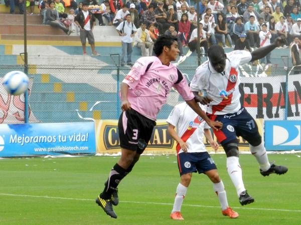 Jugando en el entonces estadio San Martín de Porres, Municipal eliminó a Boys del Torneo Intermedio 2011 (Foto: Archivo DeChalaca.com)