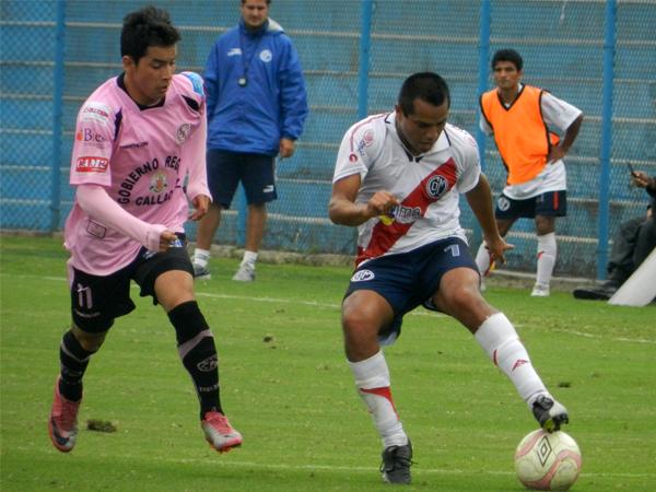 Alberto Vela en un partido del Torneo Intermedio 2011 ante Deportivo Municipal. (Foto: archivo DeChalaca.com)