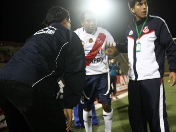 HIZO LO SUYO. Luis Cordero se retira lesionado del terreno de juego. El volante de José Gálvez fue otro de los de mejor nivel. (Foto: diario de Chimbote)