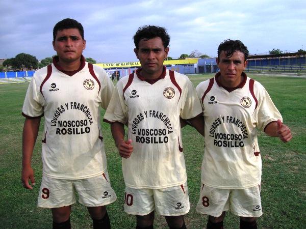 LOS HOMBRES GOL. Rueda, Flores y Sánchez, los autores de los tres tantos del Sporting Pizarro ante Sport Huancayo, fueron los hombres más requeridos del equipo tumbesino al término del encuentro. (Foto: Jenner Sernaque Cieza)