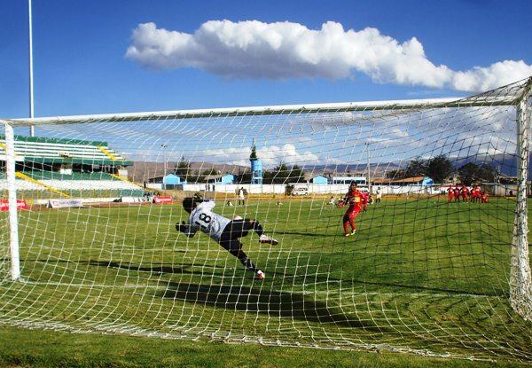 MATADOR Y CONQUISTADOR. Otro candidato de peso en el Intermedio, es Sport Huancayo, que venció vía penales a Sporting Pizarro. (Foto: diario Primicia de Huancayo)