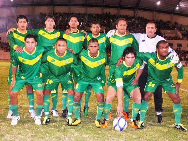 DOS CHES DE PUNTA. Fabricio Lenci y Natalio Portillo fueron los encargados del gol mandados por Francisco Melgar. (Foto: Miguel Guimaray)