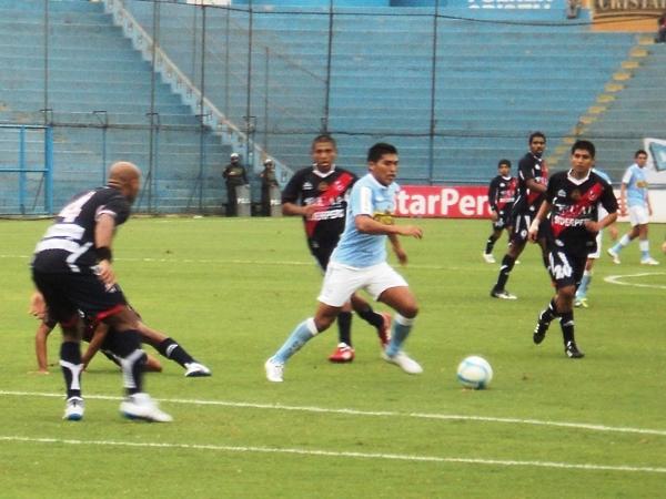QUE PANDA EL CÚNICO. Andy Pando era uno de los jugadores que más y mejor se movía en el ataque cervecero. (Foto: Aldo Ramírez / DeChalaca.com)