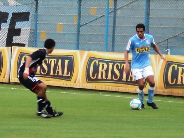 LO CONOCIDO. Piero Alva repitió la tarea que venía haciendo en Universitario desde la banda izquierda. (Foto: Aldo Ramírez / DeChalaca.com)