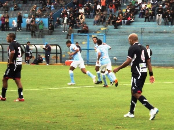 OTRA PRIMERA VEZ. Piero Alva anotó en debut oficial con camiseta rimense, aunque el tanto no cuente en la estadística de Primera. (Foto: Aldo Ramírez / DeChalaca.com)