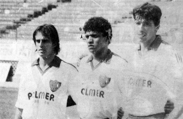El día que Julinho jugó por primera vez en el fútbol peruano, junto a Raúl Hurtado y el también brasileño Lula (Recorte: diario Ojo)