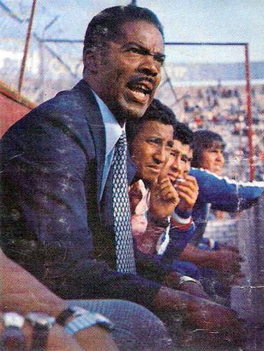La 'Foca' Mario Gonzales se destacó como técnico con la campaña que realizó con el Deportivo Junín en 1975 llegando a alcanzar la Liguilla final (Cromo: Editorial Navarrete)