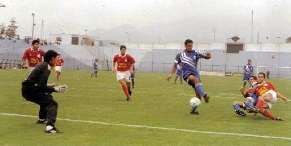 Ya en la Segunda División y con el nombre de Meteor Sport Club, en un encuentro contra el Sport Agustino (Foto: Facebook)
