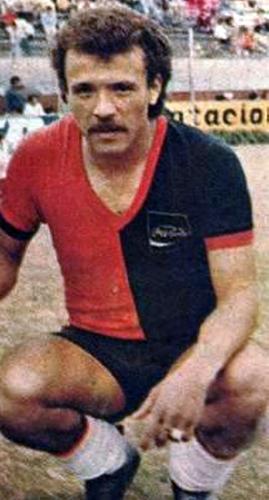 Con la divisa de Melgar, Ernesto Neyra marcó historia en el fútbol arequipeño durante los años que la defendió (Recorte: revista Ovación)