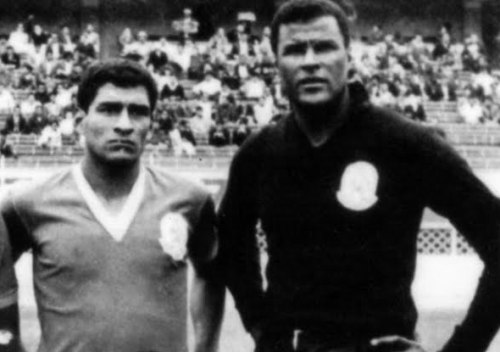 Los homónimos de Porvenir Miraflores en 1967: el zaguero Dimas Zegarra Mezarina y el portero Dimas Zegarra Castillo. (Foto: fotosfutbolperuano.blogspot.com)