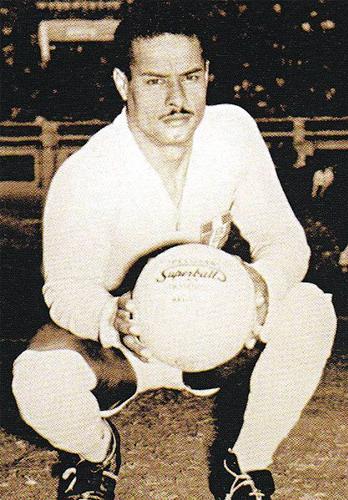 Su portentosa figura y gran seguridad para atajar encumbró a Rafael Asca como uno de los mejores arqueros en la historia del fútbol peruano (Foto: graderiascelestes.blogspot.com)