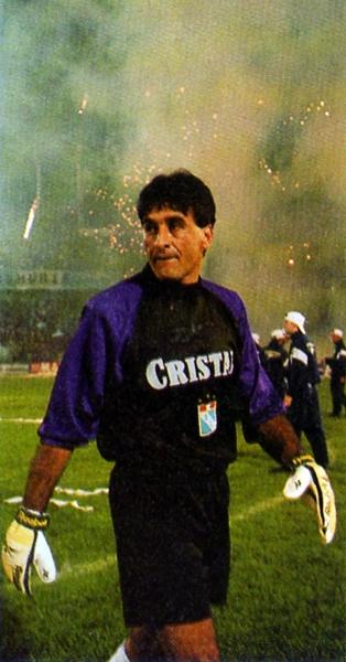 En Cristal han extrañado por mucho tiempo a un arquero que tenga la prestancia que tenía Julio César Balerio bajo los palos (Recorte: revista Once)