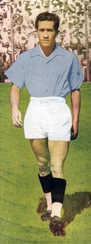 El 'Chino' Delgado cuando aún jugaba por el Sporting Tabaco en la década de los cuarenta. Acá aparece con Alfredo Cavero (Recorte: revista Equipo)