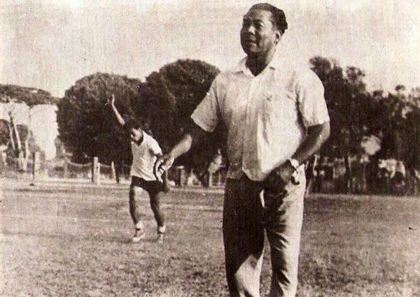 Como DT de Sporting Cristal en La Florida. Fue campeón con los rimenses en 1961. (Foto: libro 'Sporting Cristal: 50 años de historia celeste')