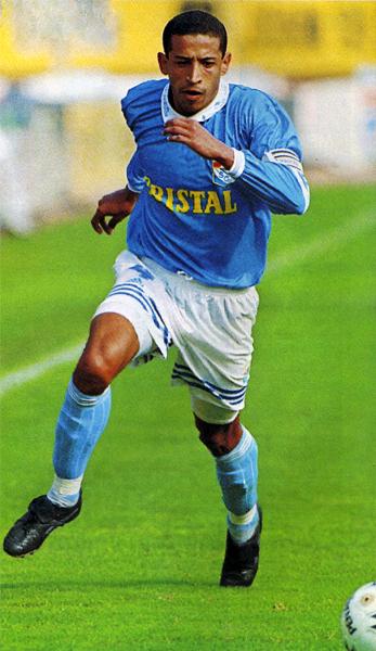 Las zancadas del 'Camello' Soto dominaron buena parte de los años noventa y la década siguiente en el fútbol peruano (Recorte: revista Don Balón Perú)