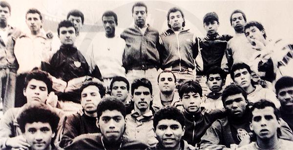 En su momento 'Rafo' Castillo continuó el trabajo de su padre y de su abuelo con un grupo de jugadores cuyos rostros -en su mayoría- trascendieron hasta llegar a jugar en la máxima categoría (Recorte: Libro de Oro de Alianza Lima / El Comercio)