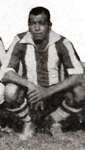 De los más destacados jugadores en la historia del club íntimo, Alberto Montellanos formó parte de un ataque de leyenda en Alianza Lima (Recorte: diario La Crónica)