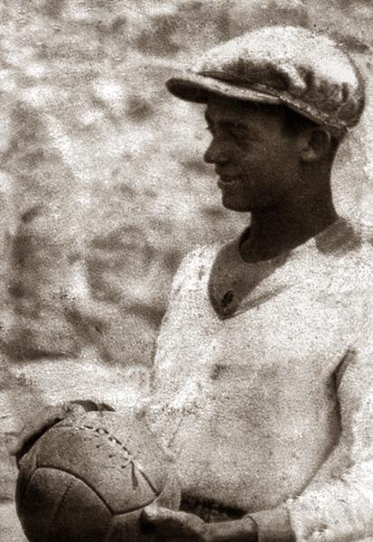 Las manos seguras del 'Mago' Valdivieso fueron por muchos años una garantía en la valla de Alianza Lima (Recorte: revista Don Balón Perú)