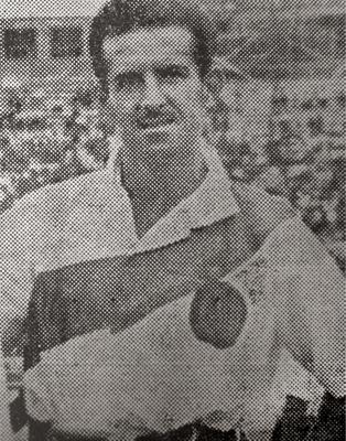 El 'Maestro' Roberto Drago se ganó el cariño y respeto del fútbol peruano por sus grandes cualidades con el balón (Recorte: diario La Crónica)
