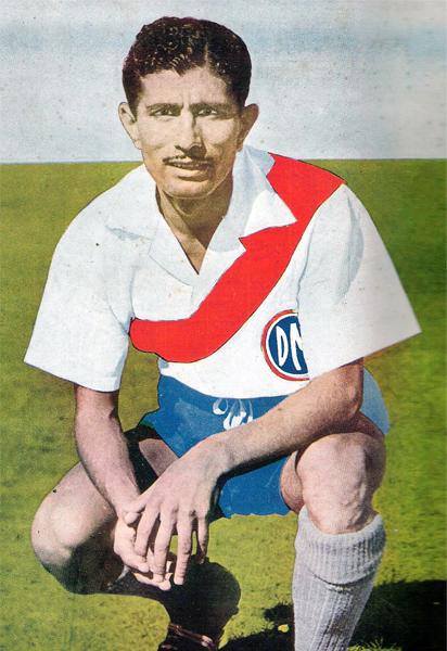 'Caricho' Guzmán es uno de los principales emblemas de Deportivo Municipal, club al que defendió en once extensas temporadas (Recorte: revista Estadio)