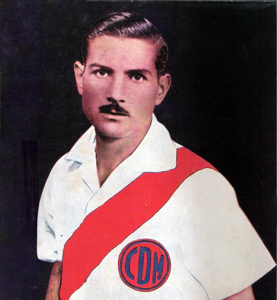 Sin duda que la franja roja siempre le sentó bien a Enrique Perales, sea la de Municipal o la selección peruana (Recorte: revista Equipo)