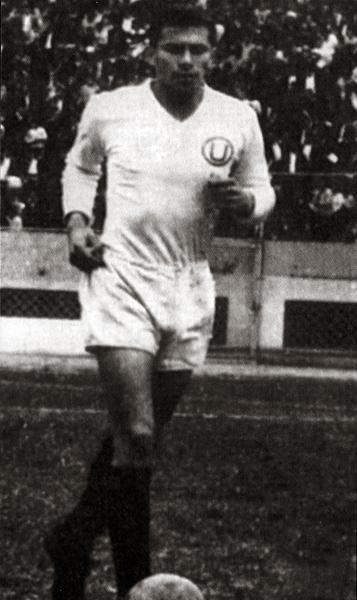 Un todo pulmón pero a la vez con mucho dominio del balón, Luis Cruzado llegó a ser uno de los mejores mediocampistas de su época (Recorte: revista Don Balón Perú)