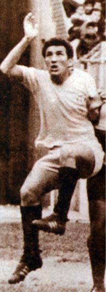 El llevar un apellido ilustre en el equipo crema fue una responsabilidad extra a la que José Fernández respondió de gran forma (Recorte: revista Don Balón Perú)