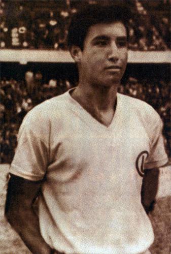 En el fútbol peruano, la calidad y estampa goleadora de Percy Rojas se hizo notar a lo largo de su fructífera carrera (Recorte: revista Don Balón Perú)