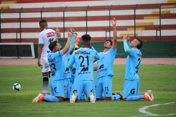 La celebración de todo Binacional luego del primer gol de Millán. (Foto: Fabricio Escate / DeChalaca.com)