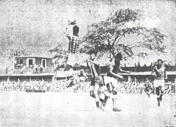 Alianza Atlético frente a Aurich ante el Campeones del '36 absolutamente copado por el pase a la Finalísima de la Copa Perú de 1967. Ganaron los chiclayanos (Recorte: diario El Comercio)