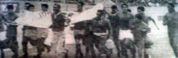 La Copa Perú de 1967 llegó a su fin y los 'Diablos Rojos' dan la vuelta olímpica luego de alcanzar el título (Recorte: diario La Crónica)