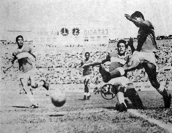 Desde 1966 en adelante comenzó la descentralización del fútbol peruano. De hecho, la primera Copa Perú se disputó un año después. (Recorte: diario La Crónica)