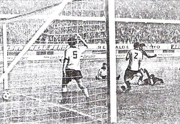 Torino liquidó a Unión Ocopilla con dos goles de Luis Ramírez que provocaron la desazón en la defensa huancaína (Recorte: diario La Crónica)