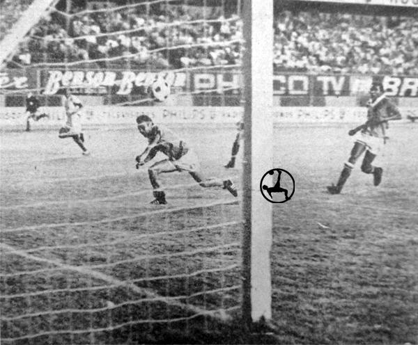 El autogol de Albújar que definió la victoria de Grau sobre Carsa y el título para los de Piura (Recorte: diario La Crónica)