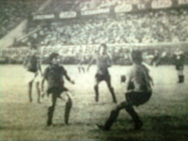 Tras superar a CNI, Sportivo Huracán tuvo su primer y único revés en la Finalisima: fue ante Cienciano, con el que cayeron por la mínima diferencia con tanto del goleador José Valenza (Recorte: diario El Pueblo de Arequipa)