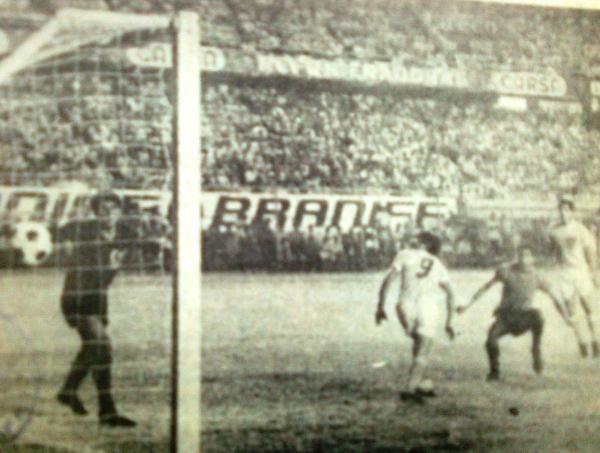 Acá, uno de los goles con que Sportivo Huracán derrotó a Sider Perú, en la última fecha de la Finalisima. A los pampillanos solo les quedaba esperar un resultado adverso de Cienciano en el partido de fondo (Recorte: diario El Pueblo de Arequipa)