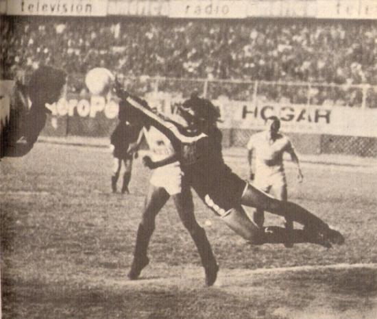 Plástica intervención de Sinty para conservar el 0-0 ante Los Aguerridos de Monsefú (Recorte: revista Ovación)