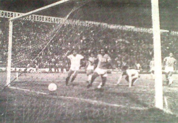 En horario nocturno, UTC regaló espectáculo en el estadio de Matute y se impuso al Atlético Grau, con lo que se afianzó en el primer lugar de la Finalísima (Foto: diario La Crónica)