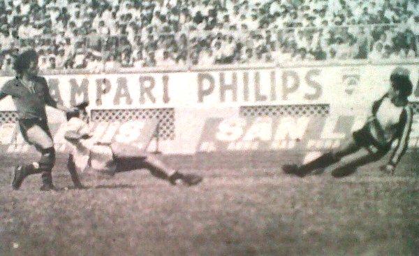El atacante Orejuela supera a la defensa de Sportivo Huracán y marca el segundo de UTC. Ese día el 'Gavilán Norteño' se estrenó con triunfo en la Finalísima (Foto: diario La Crónica)