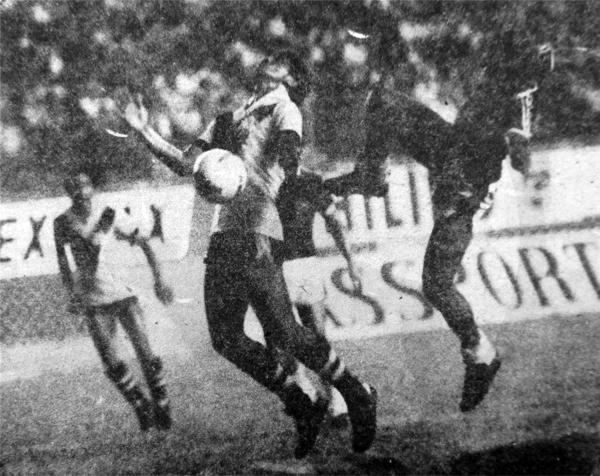 Luis Duarte sufre la presión del Defensor Tacna, que con goles y marca apretada batió al cuadro chalaco (Recorte: diario La Crónica)