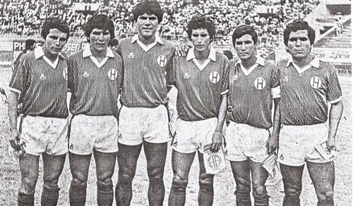 Delantera titular de Hungaritos Agustinos en la Copa Perú 1985, edición en la que se coronó campeón del torneo y ascendió a Primera (Recorte: diario La Crónica)