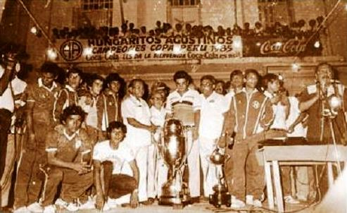 Celebración de Hungaritos Agustinos tras el título de la Copa Perú. Los loretanos llegaron a militar por tres años en Primera División (Foto: Facebook)