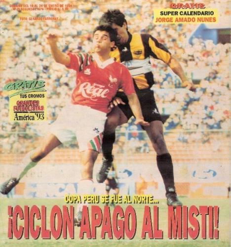 Aurich/Cañaña y Aurora definiendo a estadio lleno la Finalísima de 1993. La alegría sería chiclayana luego del 2-2 (Recorte: revista Estadio)
