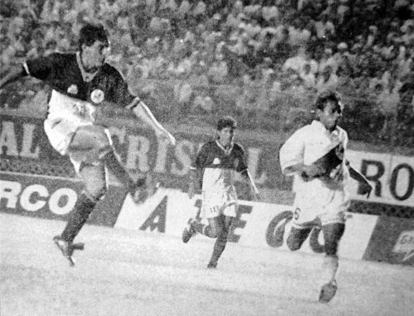 Pedro Marchán acabó como el goleador de Torino definiendo partidos, como ante Gálvez con éste remate (Recorte: diario El Bocón)