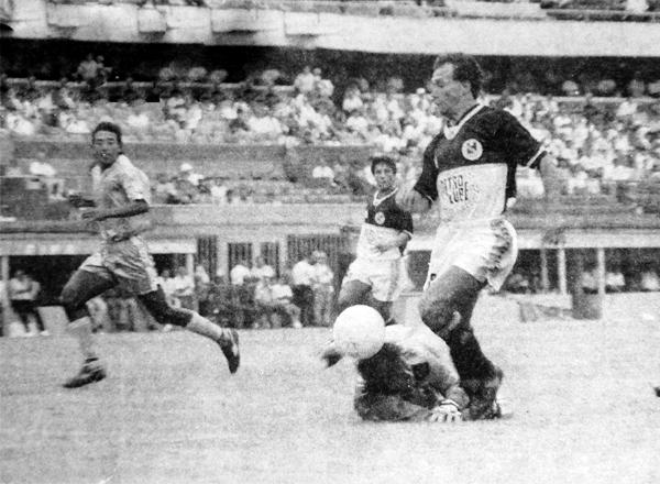 Wilmer Abad también fue clave en la campaña de Torino, como cuando marcó un doblete en el arco de Deportivo Garcilaso (Recorte: diario El Bocón)