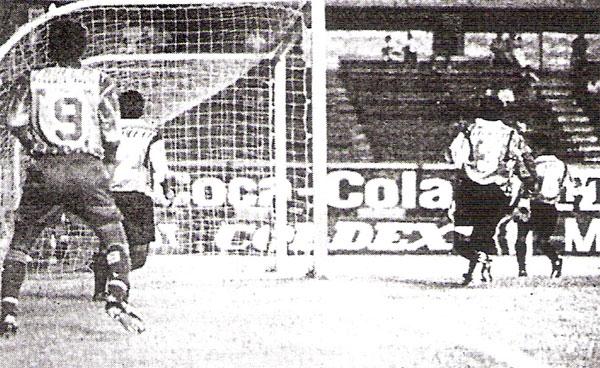 La Loretana se impuso por la mínima diferencia al Sportivo Huracán y se consagró campeón de la Copa Perú 1995 (Recorte: diario El Bocón)