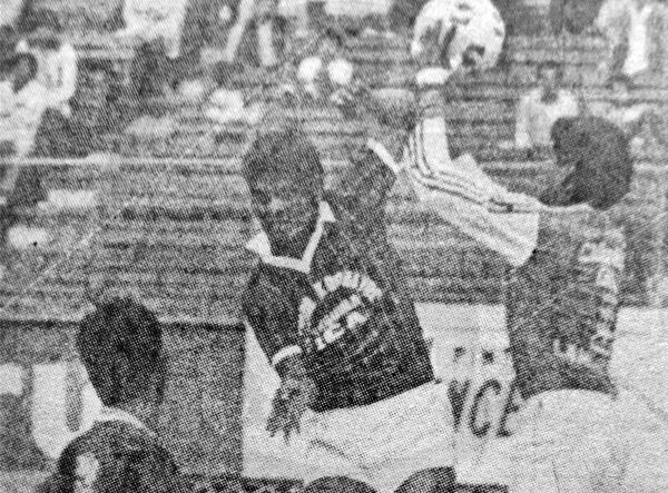 En su debut en la Finalísima, Félix Donayre cayó por la mínima ante Deportivo Cañaña. (Recorte: diario La Crónica)