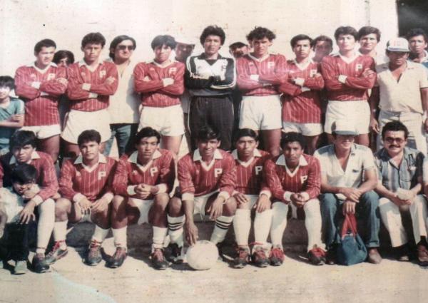 Plantel en pleno del Deportivo Pacífico que se consagró campeón Departamental de Tumbes en 1987 (Foto: sentimientogranate.blogspot.com)