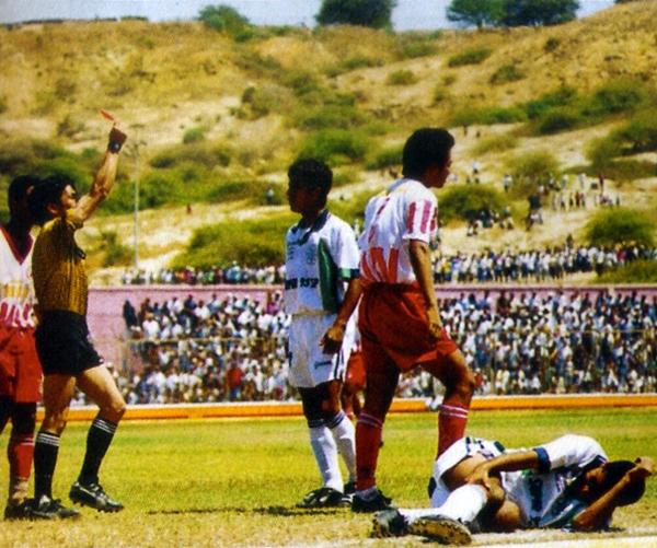 En una de las finales más bizarras que se recuerden, IMI logró el título de la Copa Perú 1998, gracias a la suspensión del partido sobre los 80'. (Foto: revista Don Balón Perú)